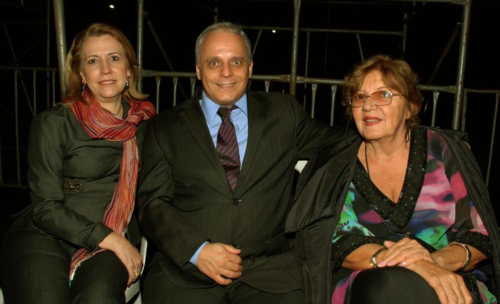 Pr�-reitora Maria Elizete Fayad, Wanderley de Paula Jr diretor e prof� da UnU ESEFFEGO